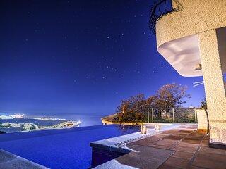 Villa with 4 bedrooms, Jacuzzi, pool, sauna and wonderful views