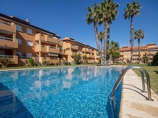 Un apartamento de alta calidad de 3 dormitorios y 2 banos con hermosos jardines