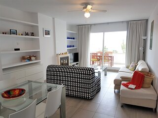 Precioso y moderno apartamento de dos dormitorios con vistas a la playa del Aren