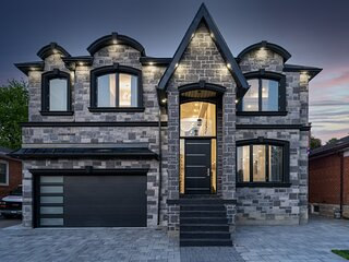 Luxurious Mansion South Toronto Minutes From Lake