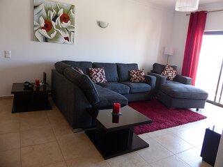 Quinta das Palmeiras 3 Bed Apt - Wifi & Indoor Swimming Pool