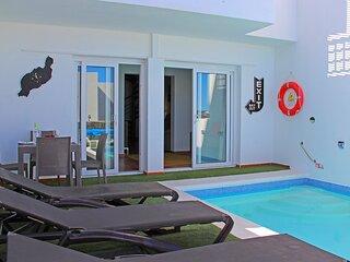 3 Bedroom Villa with Private Pool, Balcony with Sea Views, Located Los Colorados
