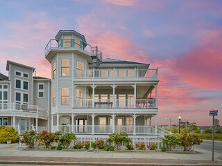 ❤️The Corner Beach House! MANSION Right On THE BEACH! WOW!❤️