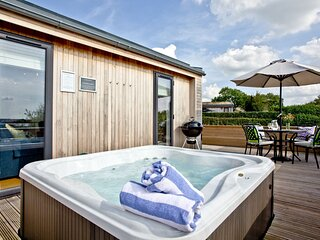 Perry Lodge, Strawberryfield Park - Beautifully styled luxury eco lodge set in r