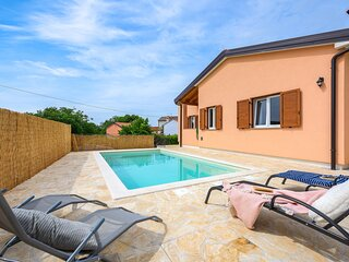 Awesome home in Buje with Outdoor swimming pool, WiFi and 2 Bedrooms (CIC099)