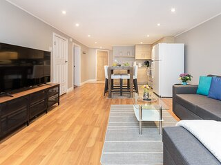 Cozy 1BR Apartment with a King Bed, Near Downtown Ottawa!