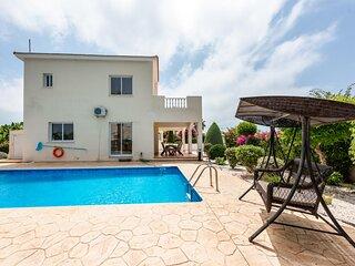Family Villa Alysia (Coral Bay) private swimming pool and beautiful garden