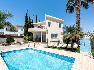 Beautiful Villa Soraya 1, private swimming pool, 600 meters from Coral Bay strip
