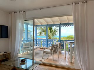 Sea Side Paradise, Charming 2 bedrooms duplex, beach front, ocean view, pool