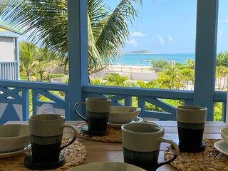 Sea Side Paradise, Charming 1 bedroom duplex, beach front, ocean view, pool