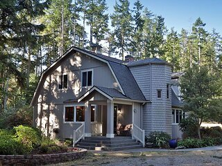 4 bedroom/3 bath peaceful and secluded retreat w/hot tub (289)