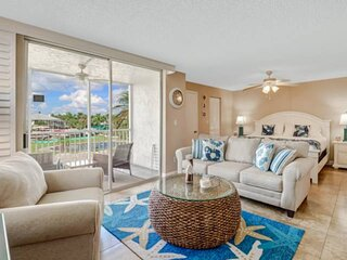 Beautiful Studio Condo, Just Remodeled, Everything BRAND NEW! Walk to Beach! Fre