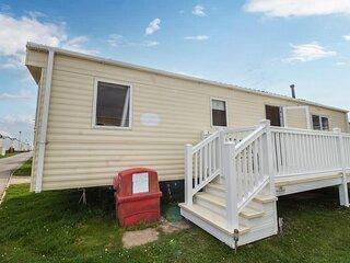 Great 6 berth caravan for hire at Barmston Beach Holiday Park ref 62026O