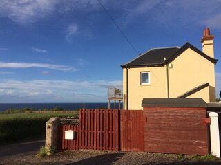 The Old Coastguard Lookout with Hot Tub and Huge Sea Views.