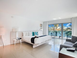 Two Bedroom-Two Bathroom Unit-Water View. Walk to the Beach