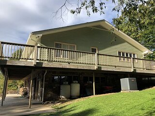 Spacious 4 Bedroom Home Minutes from Downtown Banner Elk