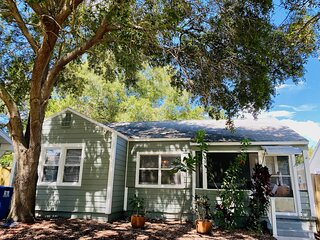 NEW Palms Casita-entire home steps to downtown St. Petersburg!