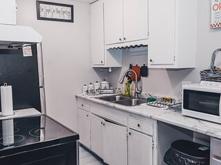 New! Uptown Dream- Peaceful and Relaxing Condo at the Heart of City Attractions
