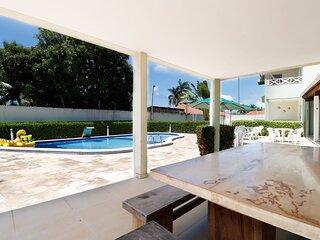 Linda casa duplex a 800 metros da praia