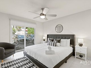 Charming Apartment w/ Modern Design + Full Kitchen + Pool + Parking + Patio