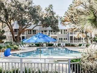 Hilton Head Condo with Daily Golf Included!