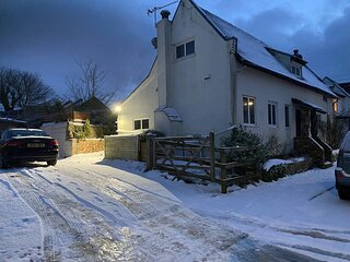 A Lovely Cosy 2-Bed Cottage in Guston