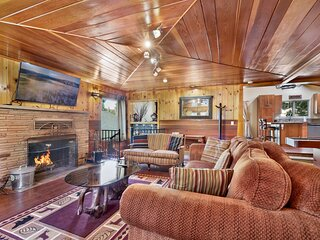 Top Notch Lodge | Ultra Modern Retreat | Hot Tub | Shuffleboard