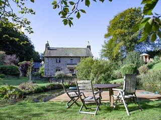 Fletchers Farmhouse - A beautiful stone farmhouse with hot tub and tonnes of out