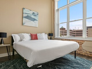 Kasa Columbia | Great Family Vacation + Free Parking| Downtown