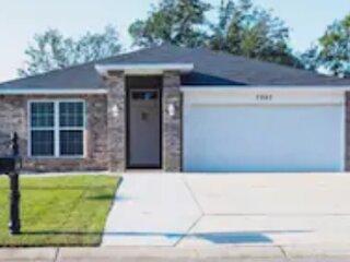 Spacious Beautiful Family Home midtown Pensacola.  Great Location