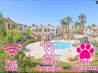 Peaceful Oasis All-inclusive 2b2ba Pool/Hottub Pet-friendly in Gated Community