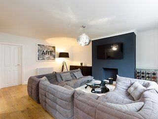 Spacious 2 bedroom apartment with beautiful garden