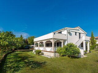 Stunning home in Pinezici with WiFi and 3 Bedrooms (CKK745)