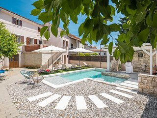 Awesome home in Peresiji with Jacuzzi, WiFi and 4 Bedrooms (CIL704)