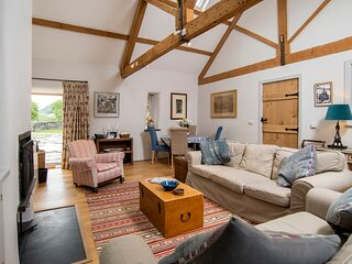 Y Boncyn - Exceptional, 5* Secluded Two Bedroom Cottage among private woodlands