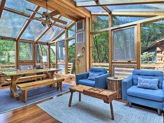 Rustic Maggie Valley Cabin w/ Sunroom & MTN Views!