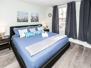 Newly Renovated - Modern 1BR with King Bed - Byward Market!