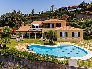 Vila Eucalipto, pool and sea view