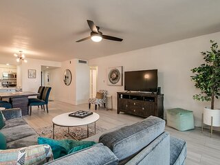 Hip and Comfy Condo in Hub of Old Town Scottsdale!
