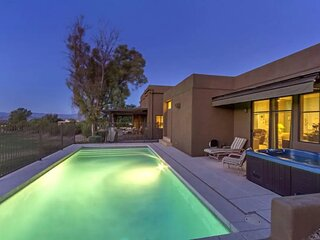 Luxe 4 Bdrm w/Pool and Spa on Golf Course Lot!