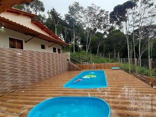 Casa confortavel com 2 piscinas e area gourmet