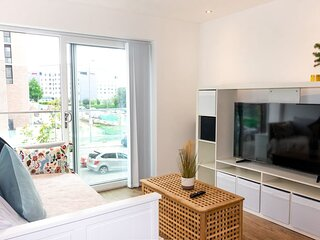 Modern 1 Bed Apt in Private Building +FREE PARKING