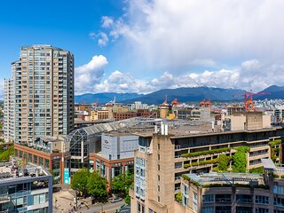 Stunning 2 Bedroom Condo Downtown with Panoramic Views