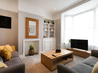 Stunning 4-Bed House in Leicester, Parking/Garden