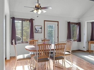 Holiday Shores 31 - Beautiful Villa with Resort Amenities!