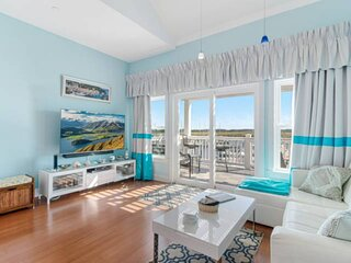 Newly Listed! Water View Condo in South Harbor Marina, 2nd level back porch for