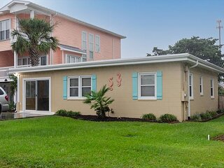 Cute and Charming Cottage in the Heart of Kure Beach