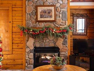 Romantic Hideaway Walk-in Cabin for Two - Fireplace & Whirlpool Tub