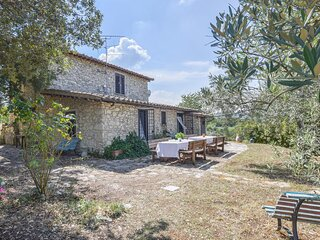 Stunning home in Poggio Moiano with Outdoor swimming pool and 4 Bedrooms (IRU399