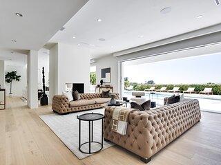 Vista Modern - Mid century modern villa in Trousdale Estate